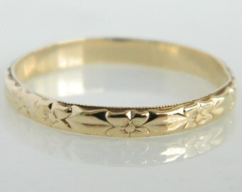 Beautiful Vintage Floral 10K Gold Wedding Band size 8.75