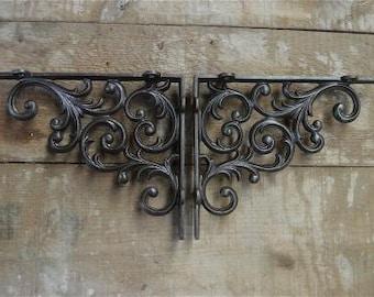 A pair of antique style cast iron Victorian foliage brackets AL22