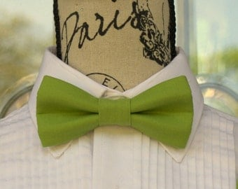 Olive Green Bowtie - Light/Med Green - Leaf 192B (Infant - Adult) Weddings - Groomsmen - Graduation - Special Occasions - Pre-Tyed Bowties