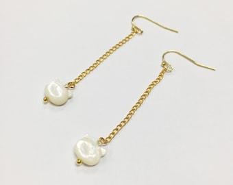 Cute cat pearl oyster earrings