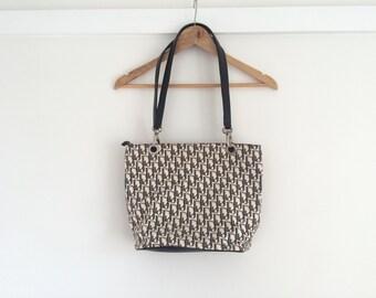 D1or handbag.