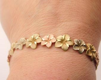Ladies 7 Inch Flower Bracelet 14K