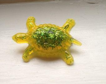 Retro Green turtle brooch