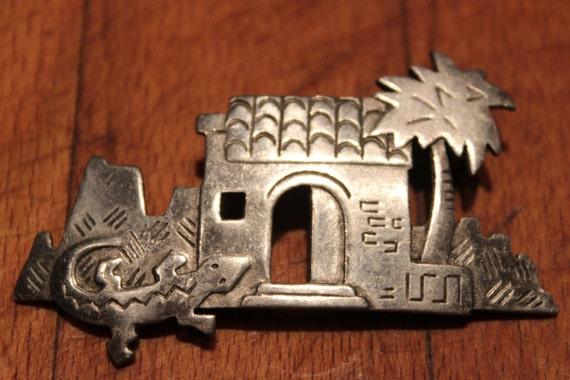 VINTAGE J.J. JONETTE Silver Pewter Southwestern Adobe House Palm Tree Lizard Pin Brooch western Silver Jewelry