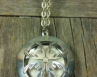 Silver Essential-Oil Diffusing Locket Necklace /brooch / aromatherapy / 3 clay diffusing discs
