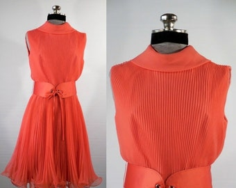 Vintage 1950s/1960s party dress/special occasion dress/evening dress Shrimp sleeveless dress size small