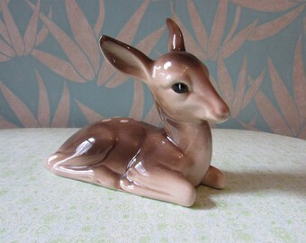 Vintage Midwinter-style ceramic sitting deer/fawn