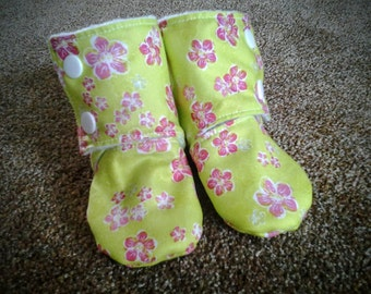 Babies' Stay On Booties, Lime with Pink Flowers, 3-6 months