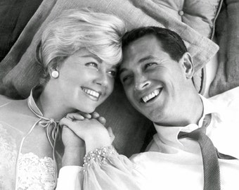 Rock Hudson and Doris Day Pillow Talk 1959 Stretched Canvas Art Movie Poster Choice of sizes available.