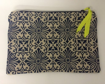 Screen printed zip purse
