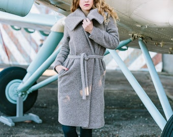 Overcoat with big lapels by Sarta