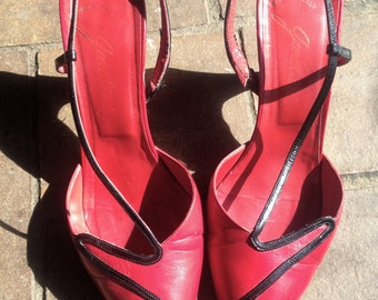 Vintage 70s HOT AS HELL Italian Red leather black strap mary janes//1970's designer italian stilettos//size 6.5