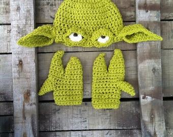 Yoda hat and hands. Crochet.