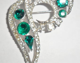 Big beautiful vintage abstract silvertone brooch with clear and green rhinestones