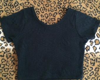 black textured t-shirt short sleeve scoop neck crop top