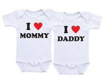 I love Mommy I love Daddy Twin Matching Outfits Hearts Twin Onesies Twin Baby shower gifts Twin Bodysuits Twin baby onesies Twin Outfits