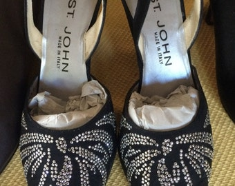 ST. JOHN Designer ladies shoes, black with silver design, high heels, size 7 1/2 B