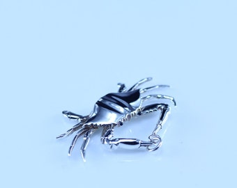 sterling silver realistic crab pendant
