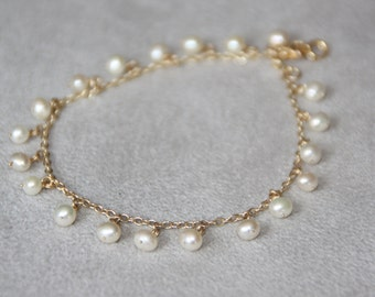 Pearl bracelet. Freshwater pearls and 14K gold filled. Wedding jewelry. Handcrafted bracelet. Bridesmaid gift. Gold bracelet. Mother's day