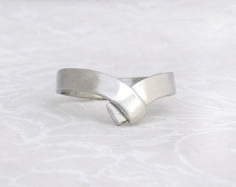V Ring in silver, v shaped ring, unique v ring, silver wedding band, Arrow Ring, chevron silver Ring, silver V Ring, silver band, gift.