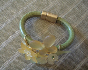Leather bracelet with lucite flowers