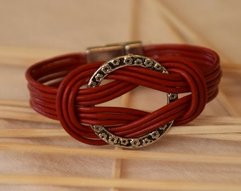 Woman Wristlet, Red Bracelet, Hand Made Jewelery, Genuine Leather Bracelet, Rings and Nodes