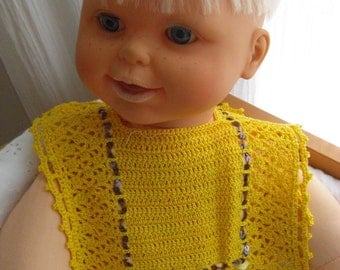 filet lace yellow bib