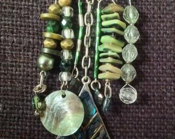 Silver and dark green kilt pin brooch