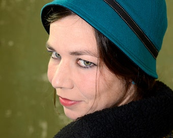 Cloche hat made of Turquoise Lambswool, one of a kind, elegant in the style of the 1920s, size 55.5 cm