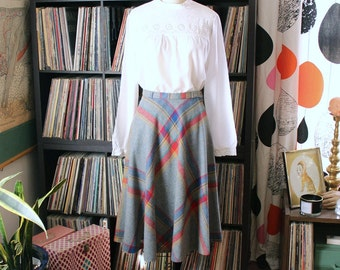 "womens small vintage plaid wool skirt . gray 70s 80s skirt . flowy aline half full skirt, bright colors . 26"" waist"