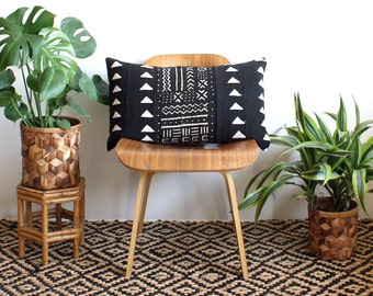 Black Triangle Mudcloth Lumbar Pillow, African Mud Cloth, Black and White Pillow, Modern Pillow, 15x25, Bohemian Decor, Geometric