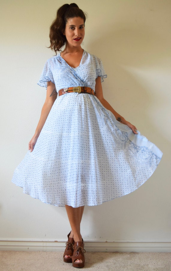 Vintage 70s Baby Blue Floral Calico Chambray Shirt Waist Circle Dress (size xs, small)