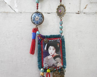 Pensive Maiko necklace
