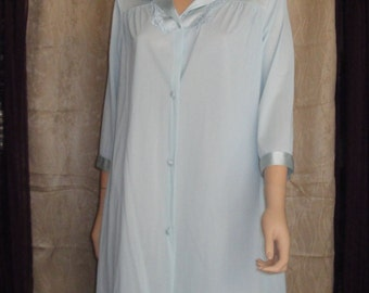 Vintage Robe, Vanity Fair single layer nylon button front robe, Pastel blue, Made in USA, Sz Medium, Applique trim, 1 hidden side pocket
