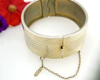 Vintage Hinged Bangle // Wide Textured Bracelet // Safety Chain // Vintage Jewelry