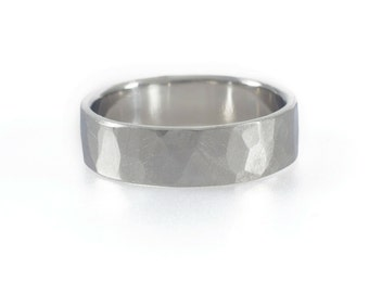 Classic Hammered Men's Wedding Band