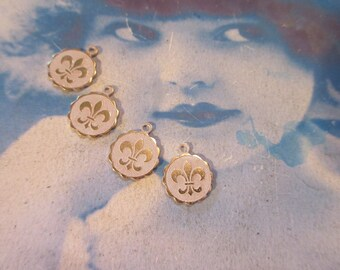 Gold Plated Frosted White Patina Brass Fleur De Lis Charms 406WHT x4