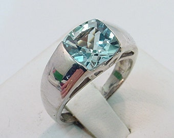 AAAA Aquamarine   8x8mm  1.94 Carats   18K White gold ring 0355 MMMM