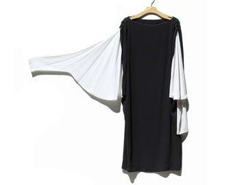 Vintage Black & White Crepe Asymmetrical Sleeve Dress