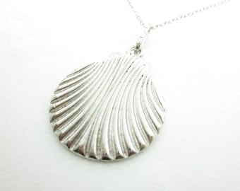 Sea Shell Necklace, Silver Seashell Necklace, Nautical Themed Necklace, Beach Necklace, Antique Silver, Scallop Shell Necklace, X005