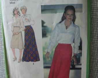 "1979 Skirt - 32"" Waist - Simplicity 8977 - Vintage Retro 1970s Sewing Pattern"