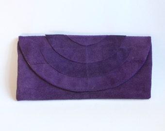Lederclutch in Violette mit Art Deco Ornamenten