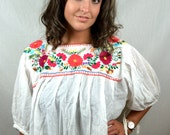 Embroidered 1980s 80s Vintage Oaxaca Mexican Floral Tunic Blouse