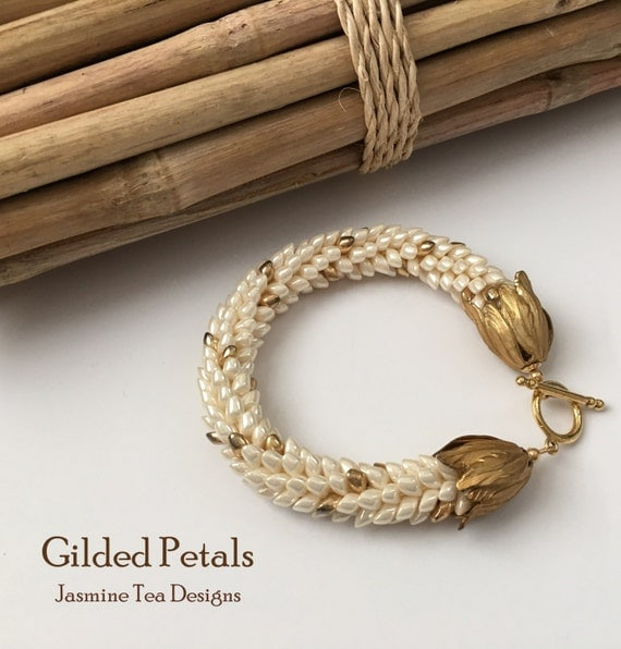 Antique Ivory Pearl Ceylon Bracelet, Gold Toggle Clasp with Blooming Tuilip Finishings Bracelet