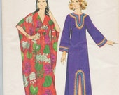 Simplicity 5315 / Vintage 1970s Sewing Pattern / Caftan Gown Tunic Beach Robe Coverup / Size Small