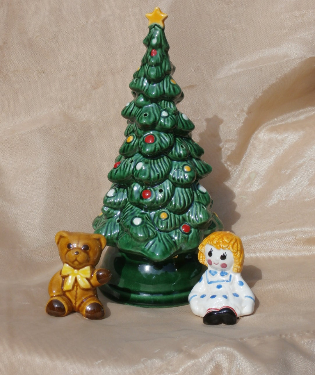 Ceramic christmas tree canape holder salt and pepper shaker for Canape holders