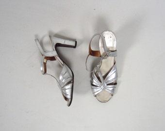 1950s metallic t strap heels • vintage 50s shoes • silver evening heels • size 8.5