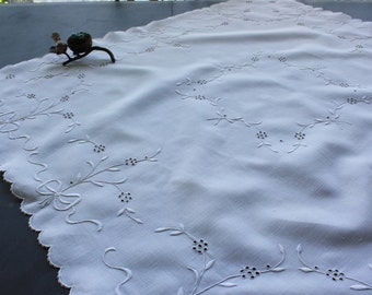 Sweet Antique White Linen Eyelet Embroidered Tablecloth