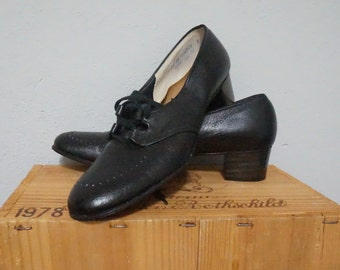 10 black leather lace up oxford shoes oxfords preppy loafers heel ten womens professional work classy cottage chic hipster geek indie nice