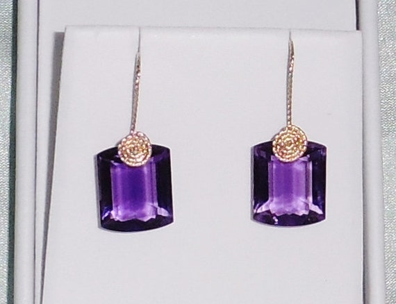 25 cts Natural Cushion Purple Amethyst gemstones, 14kt yellow gold Pierced Earrings